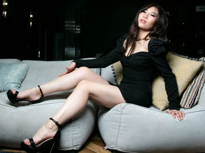 leggy Asian cam girl NaomiTanaka