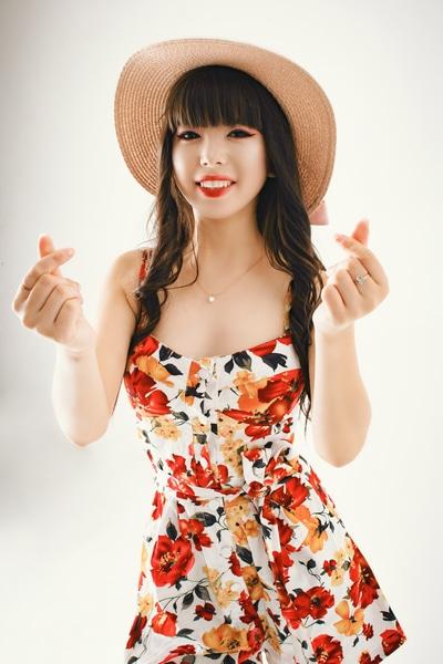 Shaven Asian cam girl PinaChen